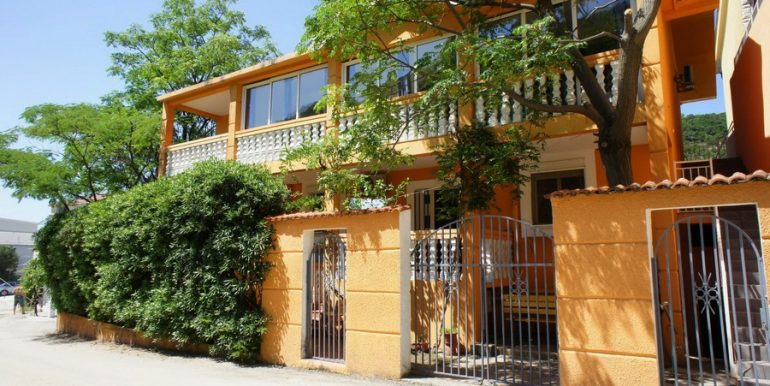 1 терраса аренда апартаментов в Баре Чань 2